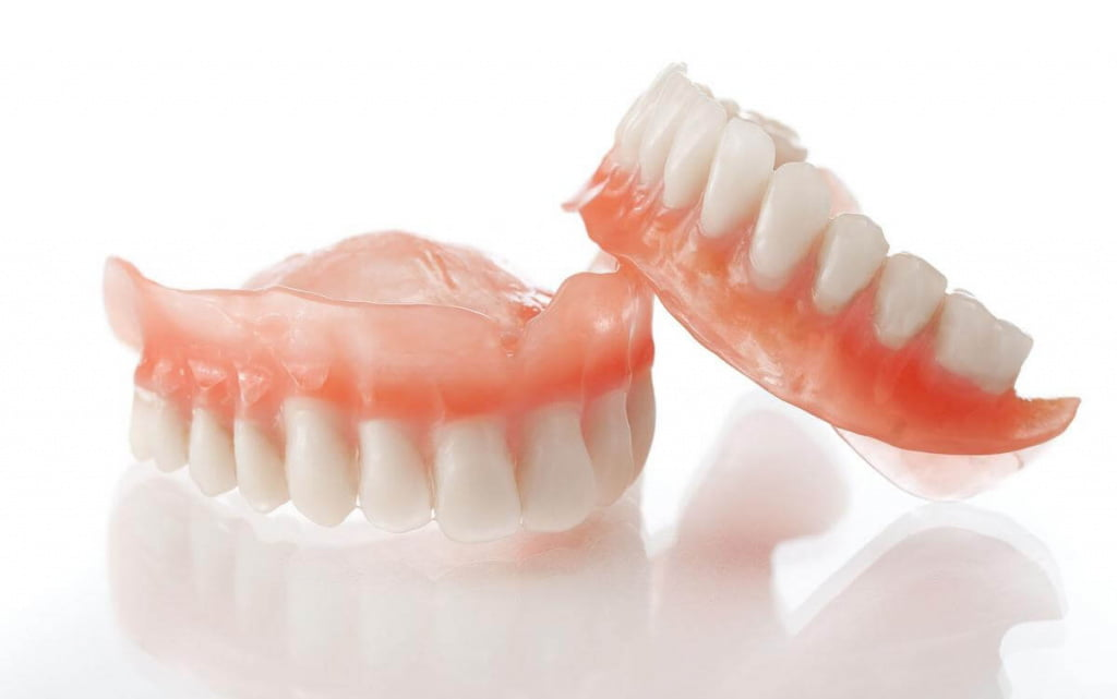 Какие зубные протезы лучше и дешевле?   https://complex-dent.com.ua